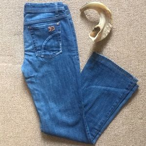 Soft & stretchy Joes jeans with light fading